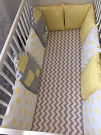 Бортики в кроватку Домик серый зиг-заг+жёлтые короны