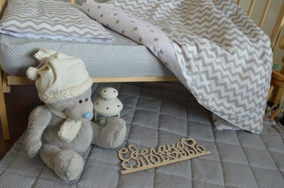 Простынь на резинке для новорожденных Горох